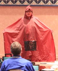 Ann Herrmann met regenponcho