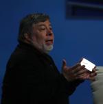 Steve Wozniak met kaartje van metaal