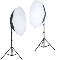 Twee studiolampen.